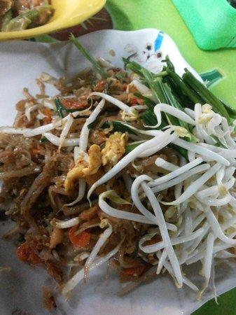 Khon Kaen's Day & Night Markets : Authentic Pad Thai