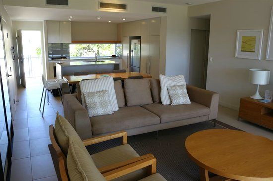RACV Noosa Resort: Looking back to the kitchen