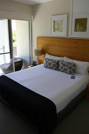 RACV Noosa Resort: Master bedroom with balcony