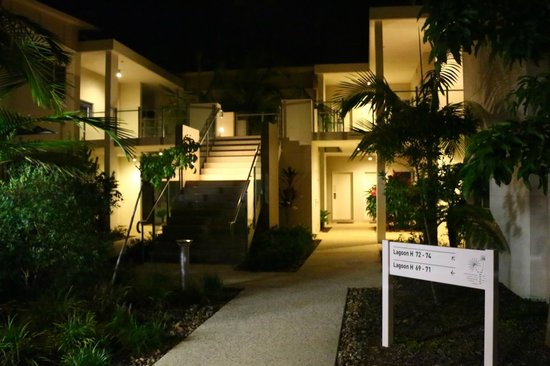 RACV Noosa Resort: Entry to our room at night