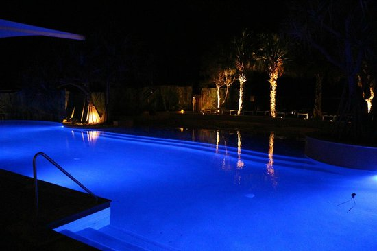 RACV Noosa Resort: Pool by night