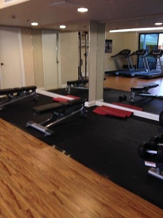 The Duke Hotel Newport Beach: free weight area