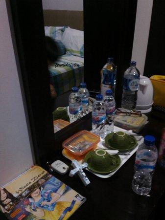 Surya Darma Homestay: Provide Water, Coffee and Tea