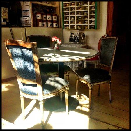 El Ultimo Beso: Tea Table