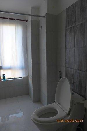 Hotel Friends Home: Clean bathroom