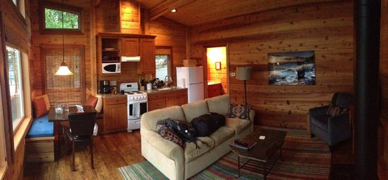 Snug Harbor Resort & Marina: Panabode One-Bedroom Cabin
