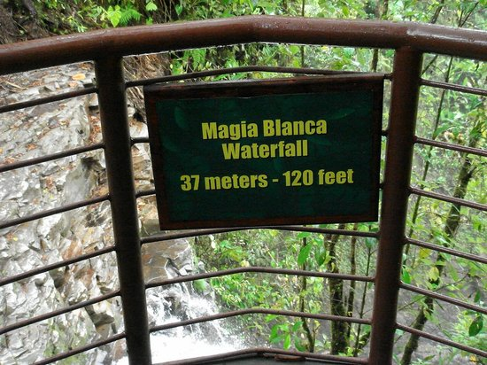 La Paz Waterfall Gardens: Largest of the falls -- excellent railings and non-slip walkways