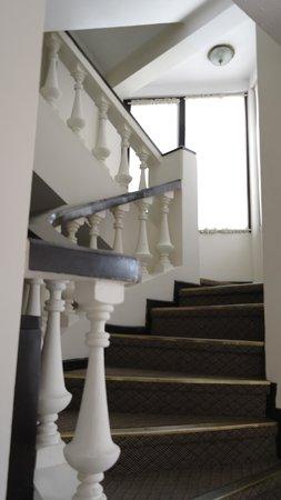 Hotel Calacoto: Отель Calacoto, лестница в одном из зданий