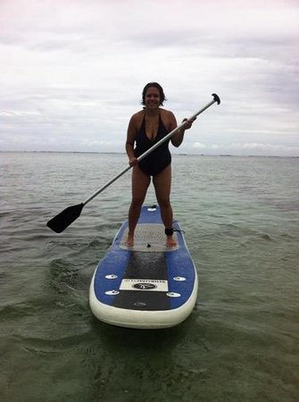 Fiji Hideaway Resort & Spa : paddleboarding is quite easy. Especially on the calm water.