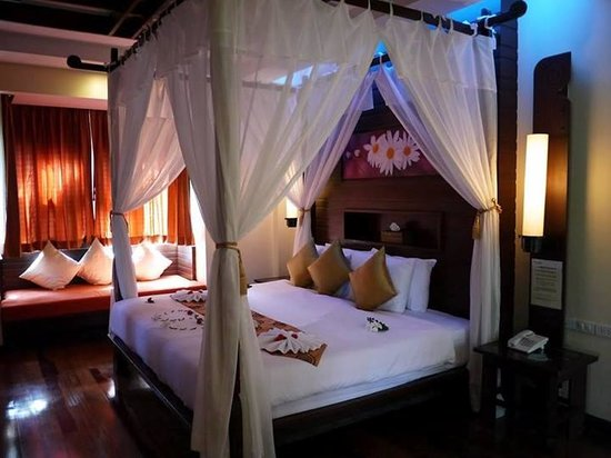 Phu Pi Maan Resort & Spa: The bed.