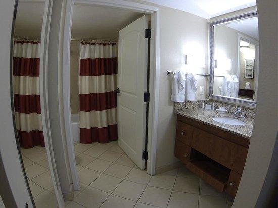 Residence Inn Orlando Airport: Bathroom