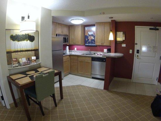 Residence Inn Orlando Airport: Kitchen Area