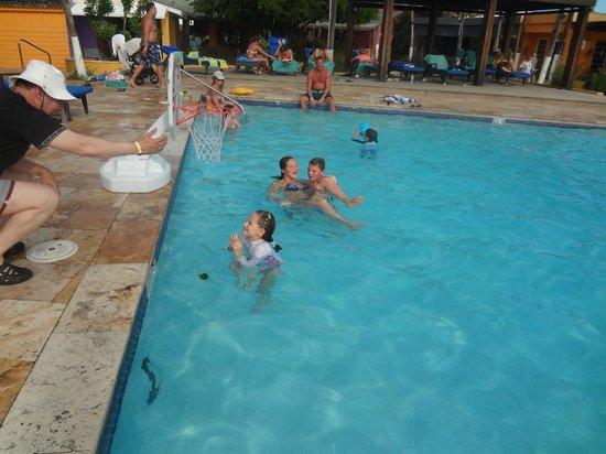 Tamarijn Aruba All Inclusive: Con los chicos en la piscina.