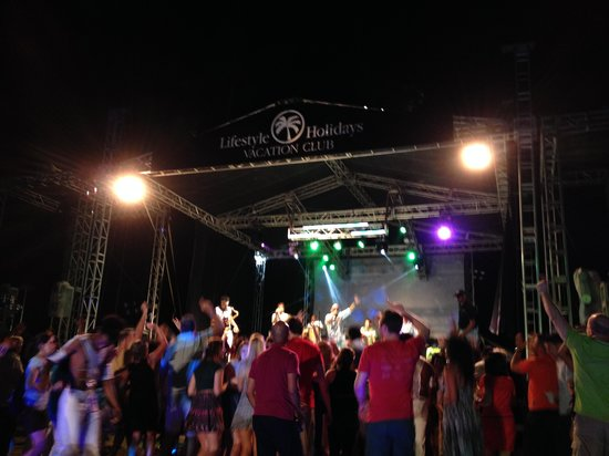 The Tropical at Lifestyle Holidays Vacation Resort : Welcome Party