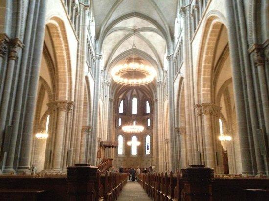 Kathedrale St-Pierre: очень тихо