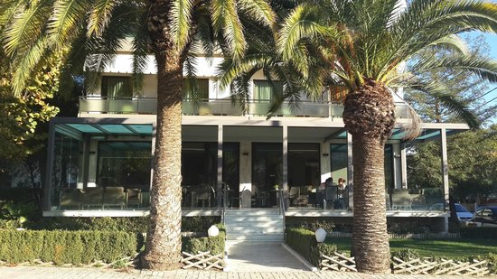 Alexakis Hotel: Photo fo hotel, front view