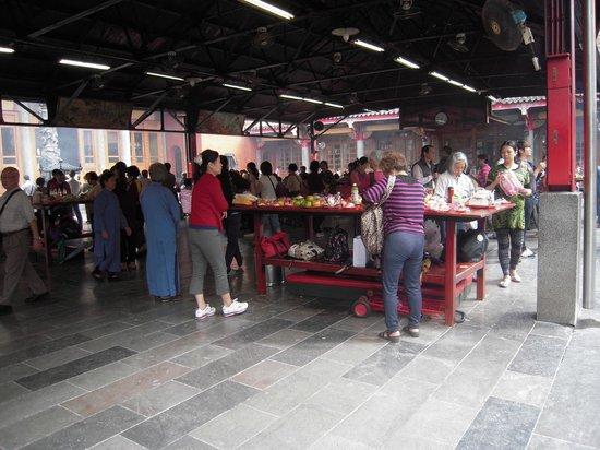 Hsing Tian Kong : 物置場