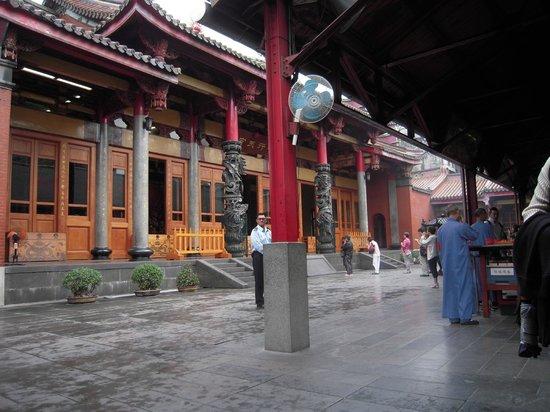 Hsing Tian Kong : 関羽はそろばんを使ったので、商売繁盛でのお参りが多いそうです。