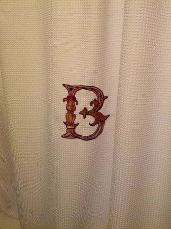 The Alise Chicago - A Staypineapple Hotel : Monogrammed shower curtain