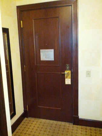 The Alise Chicago - A Staypineapple Hotel : Front door