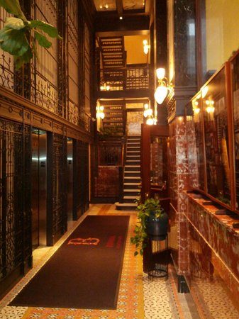 The Alise Chicago - A Staypineapple Hotel: From side entrance to staircase, elevators, Atwood Cafe