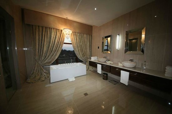 Palala Boutique Game Lodge and Spa: Suite bathroom
