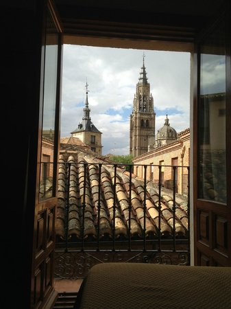 Hotel Santa Isabel: View of Cathedral from room window