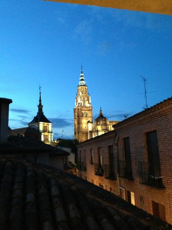 Hotel Santa Isabel: View of Cathedral from room window at night