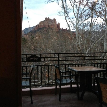 Creekside American Bistro: Scenery from our window from inside.