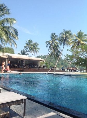 Crowne Plaza Phuket Panwa Beach : pool bar