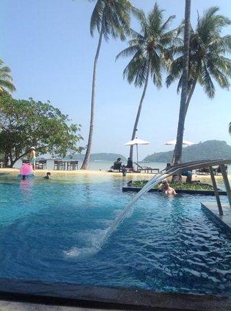 Crowne Plaza Phuket Panwa Beach : in the pool