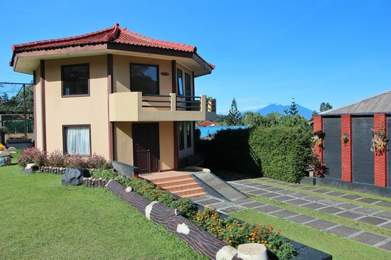 The Jayakarta Cisarua Mountain Resort: The villa in front of our bungalow.