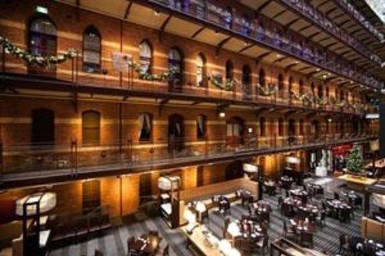 InterContinental Melbourne The Rialto: Atrium and Restaurant