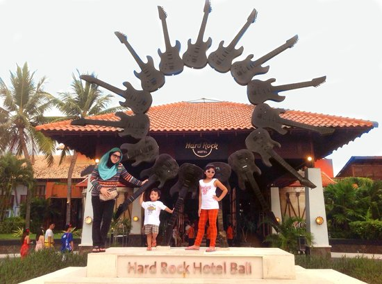 Hard Rock Hotel Bali : In front of the hotel..