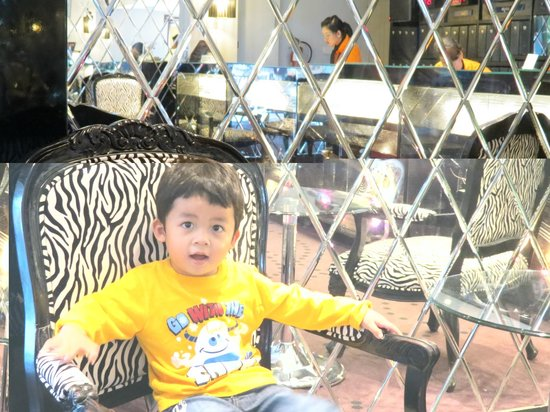 Hard Rock Hotel Bali : My boy at the reception area