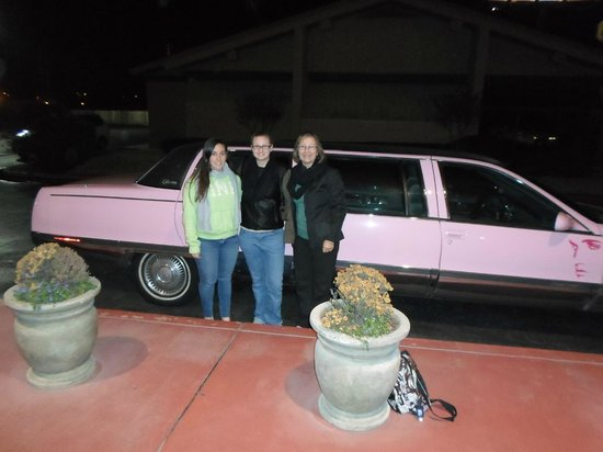 La Quinta Inn & Suites Memphis Airport Graceland: Complimentary limo ride to Marlowe's