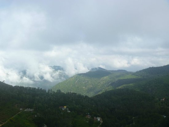 Grand Palace Hotel & Spa Yercaud: view from the hotel lawn