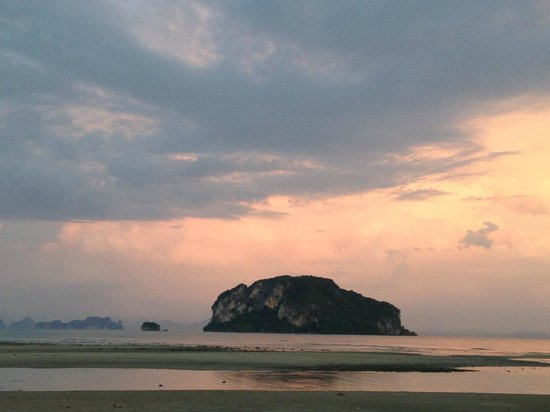 Koh Yao Yai Village : The beach at sunset