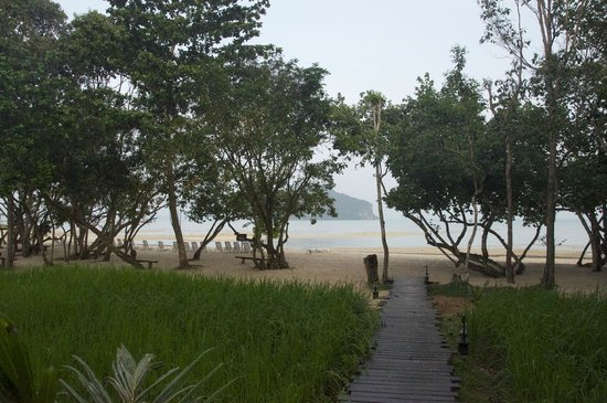 Koh Yao Yai Village : View of the beach from the beach bungalow