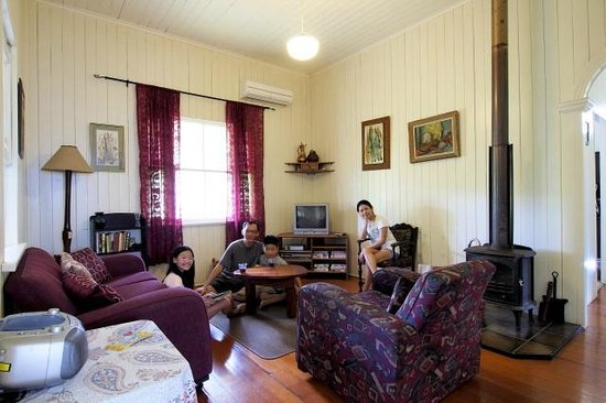 Cedar Glen Farmstay: Living Room