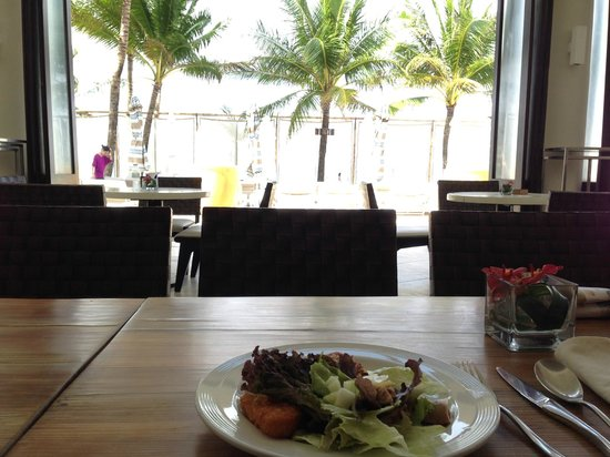 Discovery Shores Boracay: Breakfast at Sands