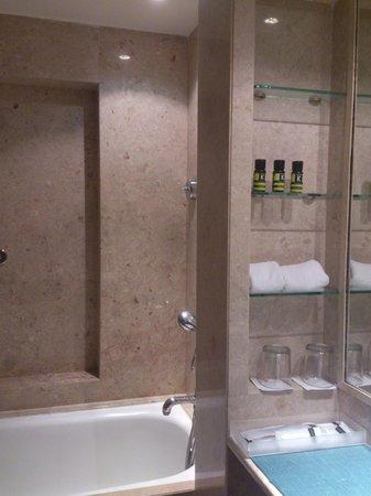 The LaLiT Mumbai : bathroom