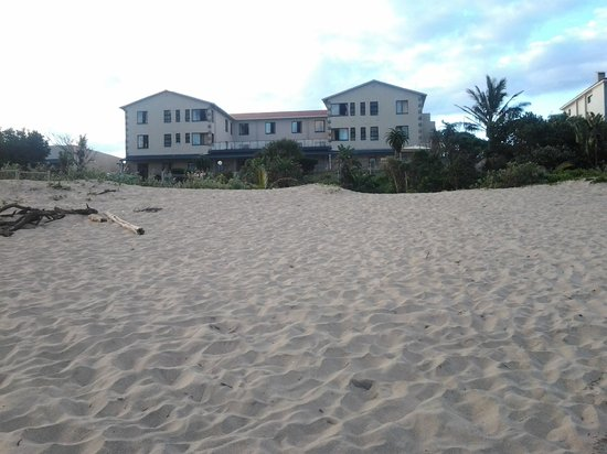 Suntide Hotel & Cabanas: view of the hotel from the beach