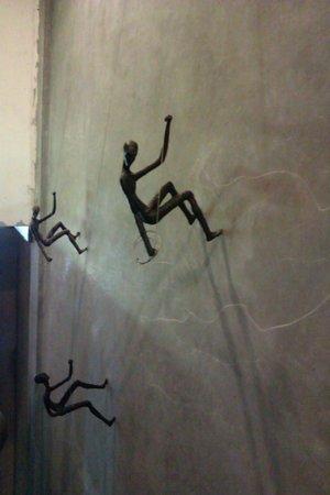 Vacio Suite: дизайн стены за лифтом