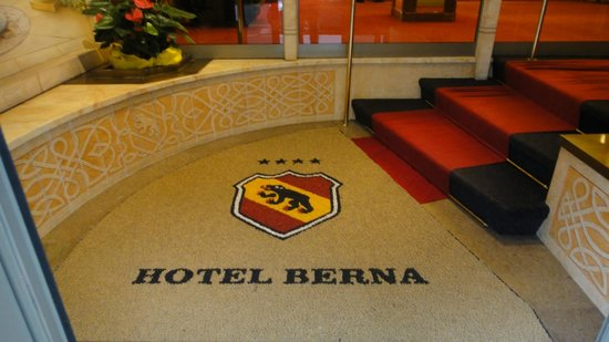 Hotel Berna: 入口