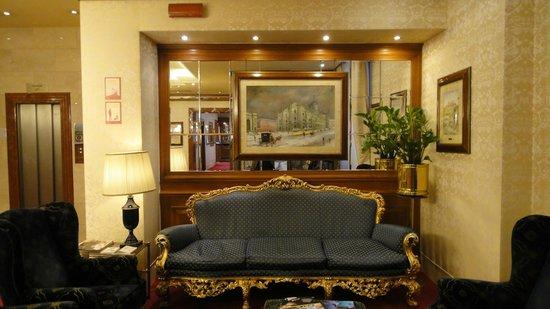 Hotel Berna: ロビー