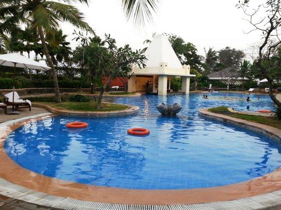 Pool - Taj Fisherman's Cove Resort & Spa, Chennai: 3