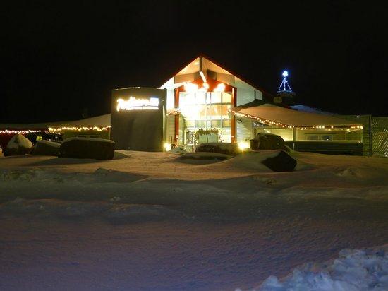 Radisson Blu Polar Hotel, Spitsbergen, Longyearbyen: Outside hotel-midday in December!