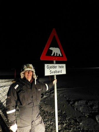 Radisson Blu Polar Hotel, Spitsbergen, Longyearbyen: Got to see a polar bear sign