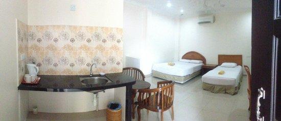 Adina Motel: studio room for 3